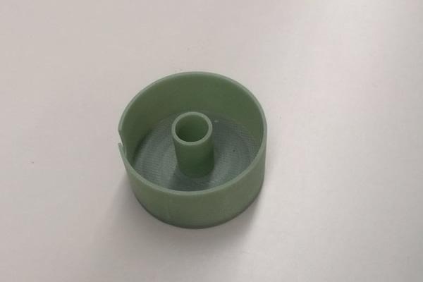 FR-4加工件)阻燃环氧玻璃布层压板  特性:常温下机械强度高,干态、湿态下电气性能好,V0级阻燃,  厚度:0.3~100mm  标称尺寸:1020x 1220mm;1020 x 2040mm;1220 x 2470mm  名 称:FR-4  类 别:  绝缘板系列  颜 色:  绿色  性 能:  机械强度高,高温下电气性能稳  用 途 :  机械、电气、电子用  发电机、电动机、配电柜及其他电器设备中用作绝缘结构零部  厚 度:  8-35mm  规 格:  1220×2440、1600×3050、